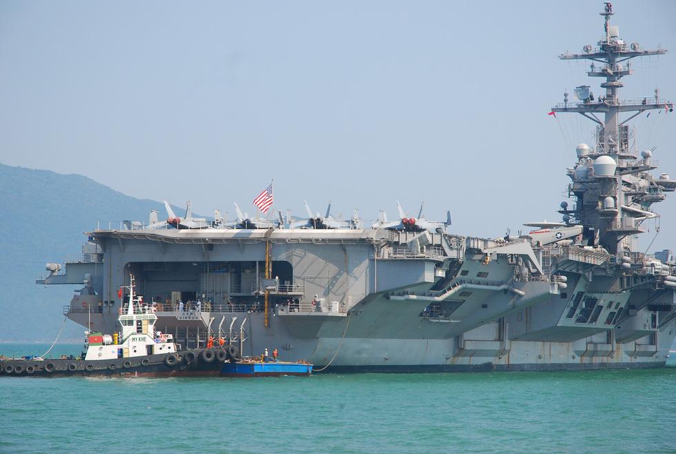 tau-san-bay-USS Carl Vinson-5