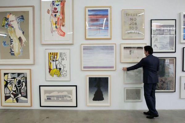 Loughrey và những bức tranh đấu giá tại LAMA.