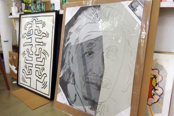 Những tác phẩm nghệ thuật tại nhà đấu giá của Loughrey.