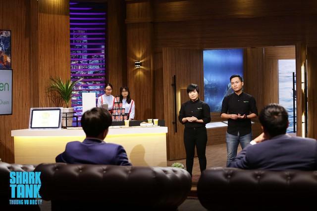 Hoàng Anh Tuấn và chị gái Thu Thủy trong tập 8 mùa 1 Shark Tank Việt Nam.