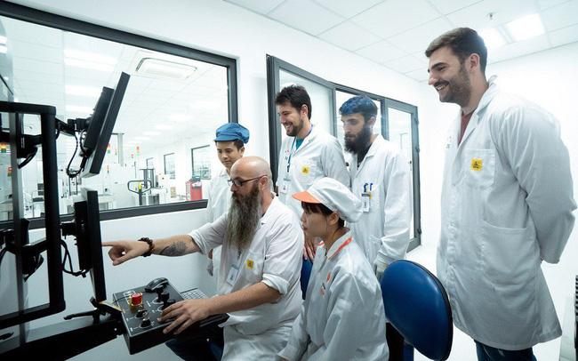 Đội ngũ của BQ tại nhà máy VinSmart